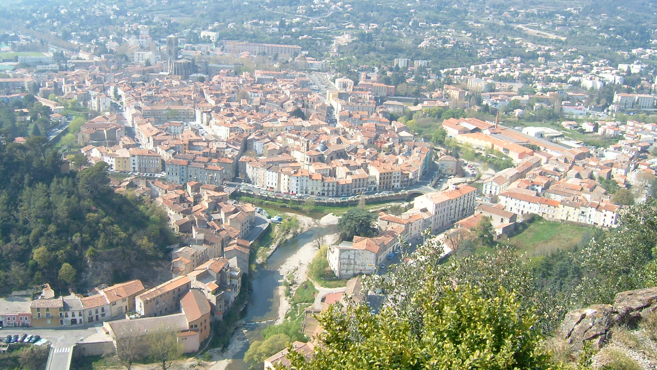 01_Lodeve_long_view_from_La_Virge_hilltop.jpg